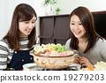 여성 미소 식욕 냄비 요리 일본 요리 냄비 파티 19279203