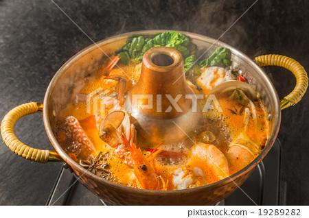 蒸汽船泰國罐菜餚蒸汽船泰國盤 19289282