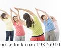 做健身的精力充沛的資深婦女 19326910