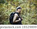 숲을 모험하는 남자 19329899
