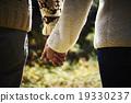 夫妇 牵手 异性夫妇 19330237