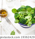 Broccoli, baby spinach and green beans salad 19362429