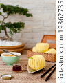 Traditional asian rice cake with honey 19362735