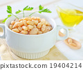 white beans in bowl 19404214