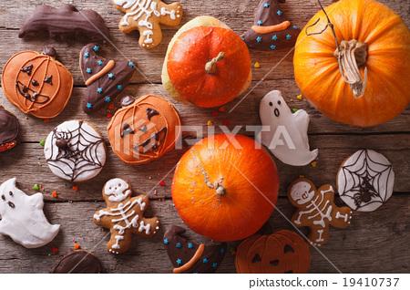 Beautiful gingerbread for Halloween and pumpkin 19410737