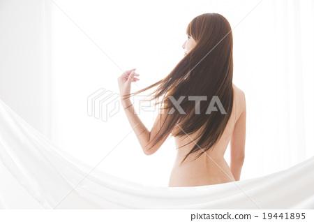肖像年輕女士裸體 19441895