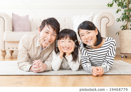 Family 3 people Portrait 19468779