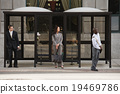 公共汽车站 等候 3人 19469786