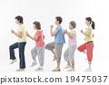 做健身的精力充沛的資深婦女 19475037