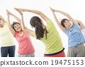做健身的精力充沛的資深婦女 19475153