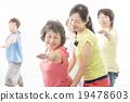 做健身的精力充沛的資深婦女 19478603