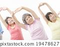 做健身的精力充沛的資深婦女 19478627