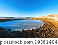池塘 冰凍的 高山的 19561404