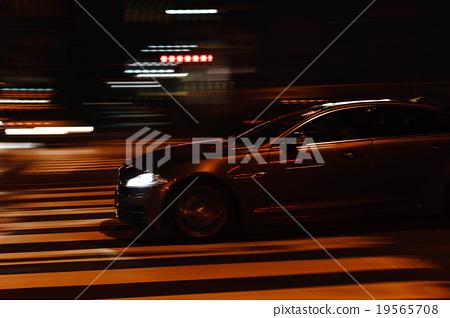 [Night Scene] Car running 19565708