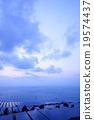 大きなソーラーパネルが並ぶ メガソーラー 太陽光発電所 発送電分離 電力自由化 19574437
