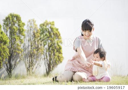嬰兒和女性(室外) 19605917