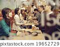 在时尚的餐厅享用晚餐 19652729