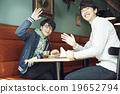 一個人在咖啡館吃午飯 19652794