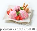 Ice cream sundae 19690303
