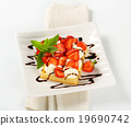 Crisp waffle with strawberries and cream 19690742