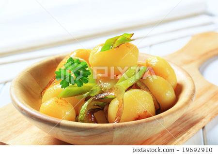 Potatoes with leek 19692910