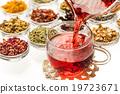 美丽的凉茶五颜六色的草本茶 19723671