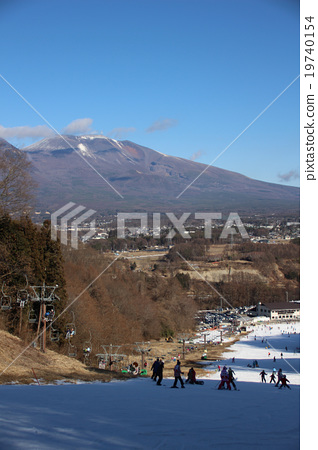 從Saku滑雪花園parada的Largo路線的上部看到的淺間山(2) 19740154