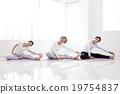 家庭 瑜伽墊 女孩 19754837