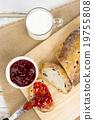 擁擠 草莓醬 麵包 19755808