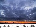 적운 층적운 흐린 하늘 저녁 황혼 넓은 하늘 황혼의 하늘 겨울 하늘 복사 공간 문자 공간 19798009