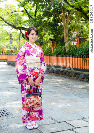 Woman wear with the traditional Japanese costume 19804617