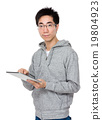 Asian man use of tablet pc 19804923
