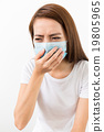 Woman get sick and wear the face mask 19805965