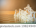 Chess glass start up game 19824949