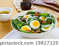 Bacon with egg and spinach salad 19827320