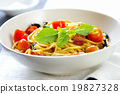 Spaghetti with bacon and dried chilli 19827328