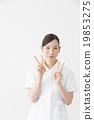 女性 和平標誌 勝利手勢 19853275