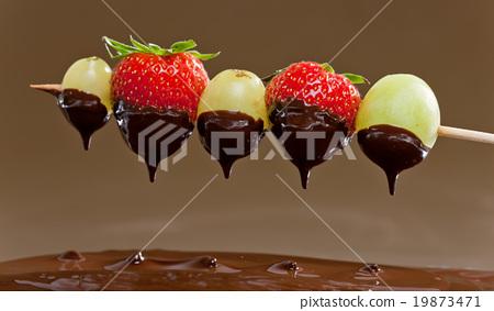 chocolate fondue 19873471