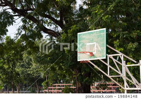 basketball hoop in the park 19884148