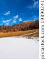 池塘 冰凍的 高山的 19890241