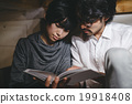阅读 依偎在 紧密拥抱 19918408