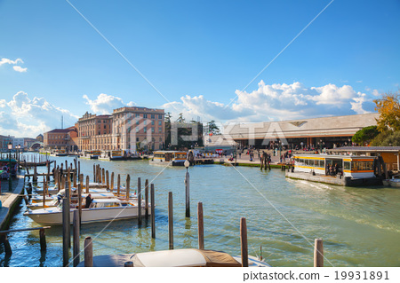 Overview of Grand Canal and train station 19931891