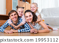 parents with little girls indoors 19953112