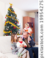 Family with Christmas tree 19954275