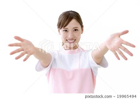一个女人伸出双手 19965494