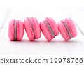 traditional french macarons 19978766