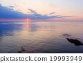 Sea sunrise. 19993949