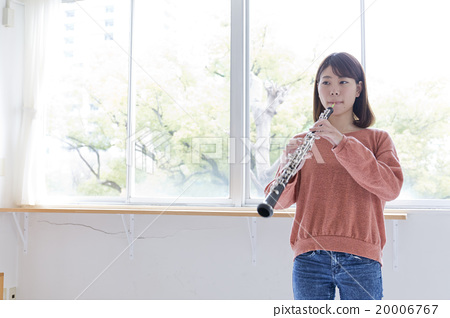 Female oboe performance 20006767