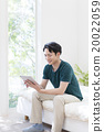 Male in her twenties with tablet PC 20022059