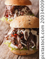 Pulled pork sandwich with vegetables and sauce 20034009